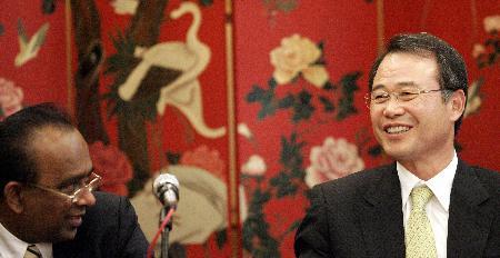 图文-姜荣中当选国际羽联主席姜荣中意气风发