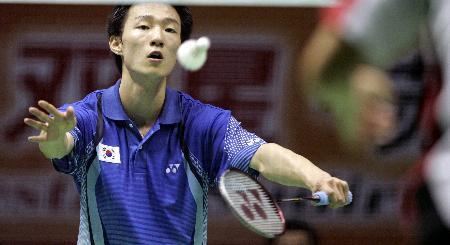图文-苏迪曼杯韩国击败英格兰李炫一网前舞刀