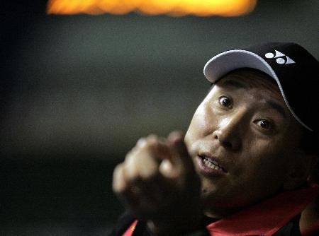 图文-苏迪曼杯中国5-0香港李永波布置战术