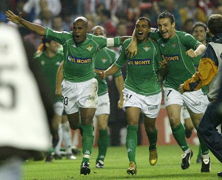 图文-贝蒂斯晋级国王杯决赛绿衣三杰享受荣耀时刻