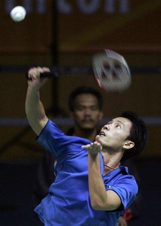 图文-苏迪曼杯进入第三天新加坡苏西洛举头望月