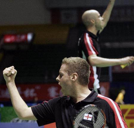 图文-苏迪曼杯英格兰获第五男双选手庆贺胜利