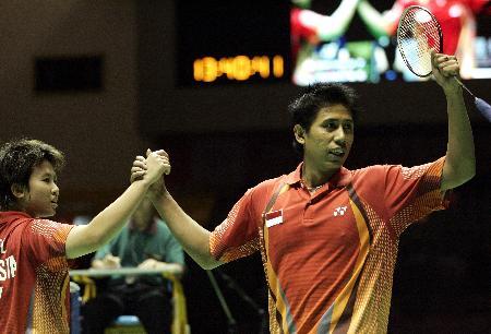 图文-苏迪曼杯半决赛印尼vs丹麦 搭挡庆祝胜利
