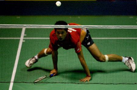 图文-苏杯半决赛印尼淘汰丹麦奥运冠军俯身救球