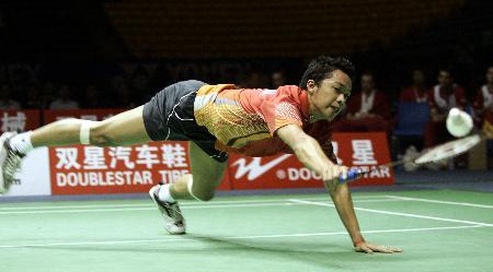 图文-苏杯半决赛印尼淘汰丹麦陶菲克鱼跃救球