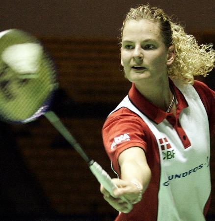 图文-印尼跻身苏迪曼杯决赛丹麦女单索伦森回球