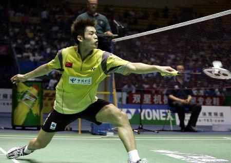 图文-苏杯半决赛中国完胜韩国林丹网前反手回球
