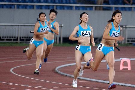 图文-田径系列大奖赛重庆站重庆女队4x100接力夺冠