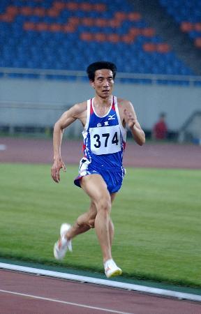 图文-田径系列大奖赛重庆站孙文勇5000米称王