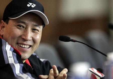 图文-苏杯半决赛中国完胜韩国李永波笑对记者问题