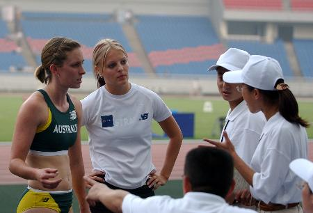 图文-田径系列大奖赛重庆站澳大利亚美女选手出场