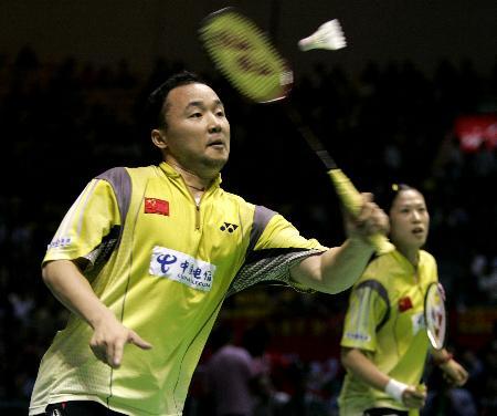 图文-苏迪曼杯决赛中国混双奏凯张军反拍回球