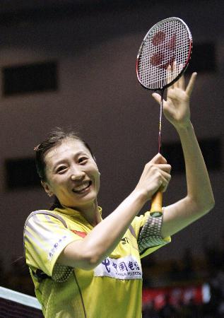 图文-中国队捧得苏迪曼杯张宁向观众鼓掌致意