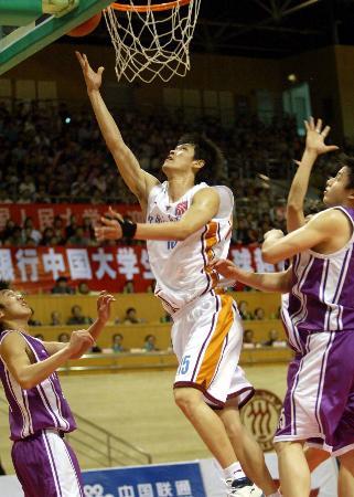 图文-篮球大超决赛人大胜清华王凯突破上篮