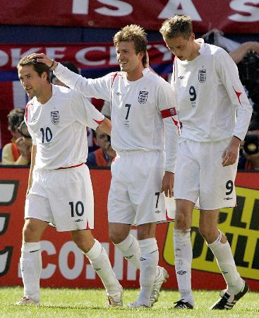 图文-[友谊赛]英格兰胜哥伦比亚小贝笑看欧文帽子戏