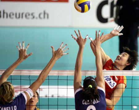 图文-瑞士女排精英赛中国负意大利杨昊扣球威力足
