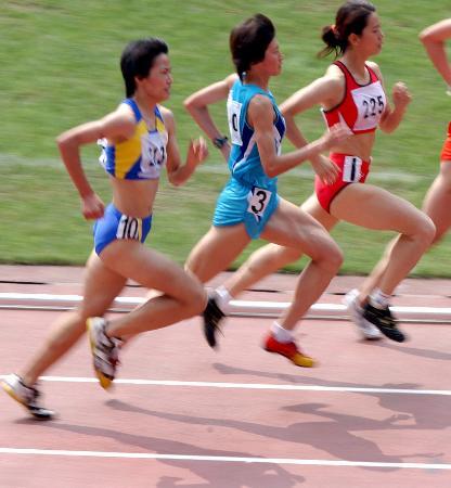 全田锦标赛女子项目比赛三人整齐划一