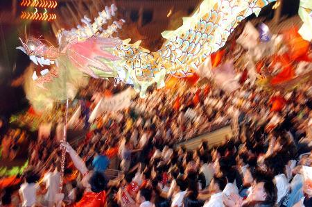 图文-北京2008奥运主题口号揭晓现场观众热烈庆祝