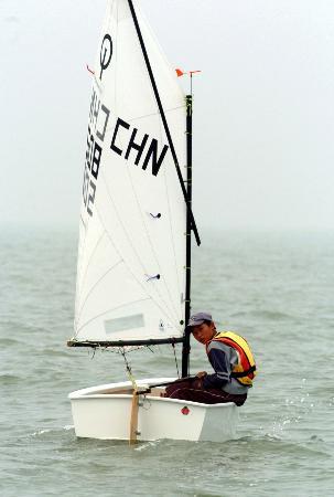 图文-帆船op比赛结束 福建选手周传成获首金