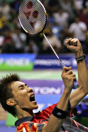 马来西亚羽球赛李崇伟男单夺冠庆祝胜利