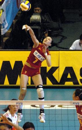 图文-大奖赛中国女排轻取巴西队周苏红大力发球