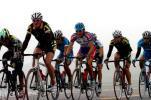 图文-环青海湖国际自行车第三赛段高原骑行很吃力