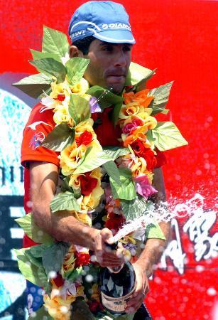 图文-环湖赛第七赛段赛况葛尔德领奖台上喷洒香槟