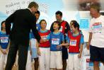 图文-曼联联手为儿童首席执行官于孩子们同乐