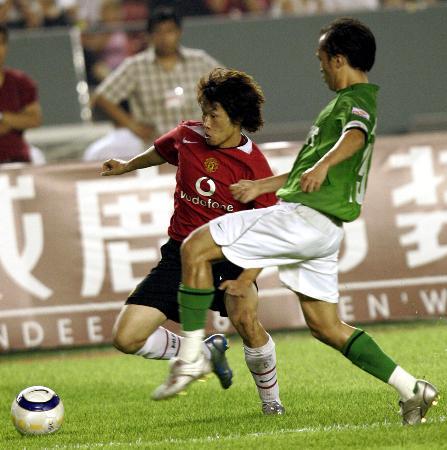 图文-北京现代VS英超曼联看谁先称王