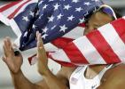 图文-世锦赛十项全能克雷夺冠身披国旗为自己喝彩