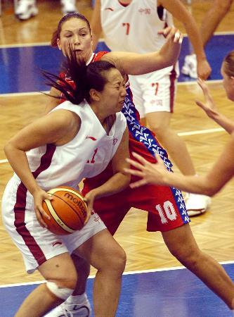 图文-[大运会]中国女篮1分险胜捷克张辉进攻受阻