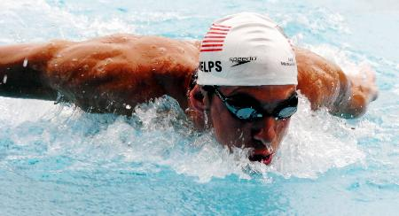 在雅典蝶泳上进行6金2铜的美国游泳运动员菲尔普斯在摘得奥运示范.广州天河打羽毛球群图片