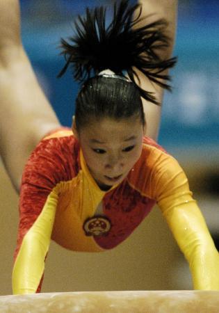 图文-大运会中国体操女队为中国夺首金