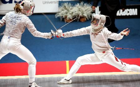 图文-大运会女子佩剑赛况孙赫南出剑主动攻击