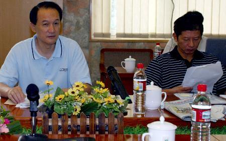 图文-足协召开国家队工作会议谢亚龙展望2008
