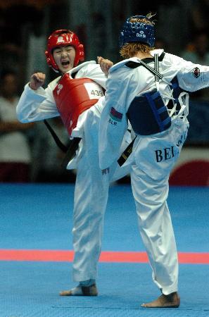 图文-刘蕊获跆拳道72公斤级金牌猛攻对手全面压制