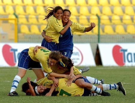 图文-中国女足惜败巴西获亚军巴西女足夺得冠军