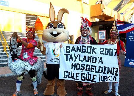 图文-第二十三届大运会隆重闭幕曼谷代表团宣传