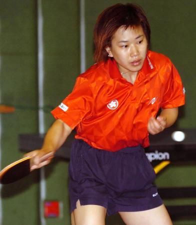 图文-中国香港队备战亚洲锦标赛柳絮飞在训练中