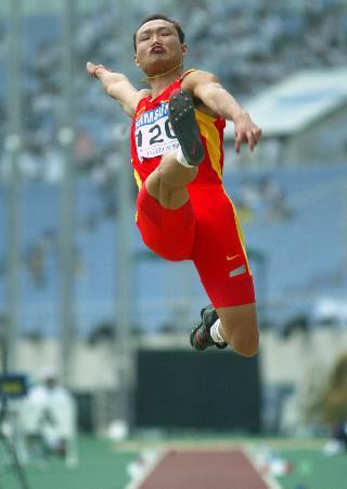 图文-田径亚锦赛男子跳远中国选手周灿获铜牌