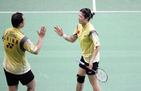 图文-羽毛球大师赛张军高��进决赛击掌庆祝胜利