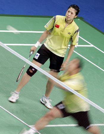 图文-羽毛球大师赛张军高��进决赛高��主持大局
