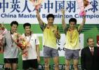 图文-中国羽毛球大师赛鸣金郭振东/谢中博领奖