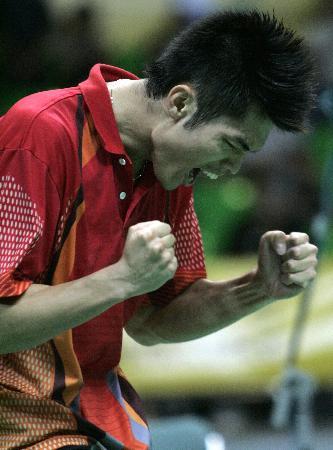 图文-中国羽毛球大师赛鸣金收兵林丹获胜后欢呼