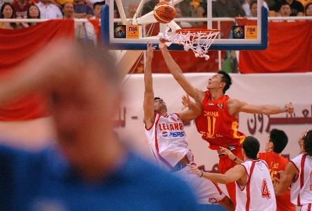 图文-男篮亚锦赛中国胜黎巴嫩易建联高跳封盖