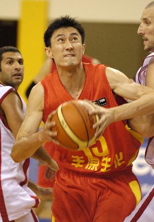 亚锦赛中国男篮胜黎巴嫩夺冠杜锋突破上篮