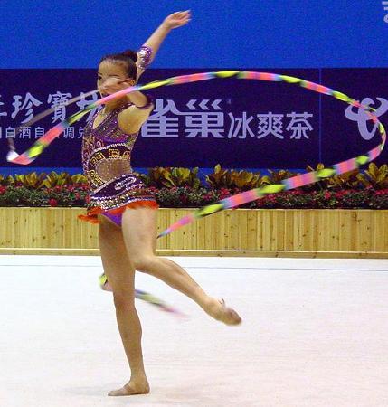 图文-十运会艺术体操精彩上演钟玲场上挥洒自如