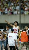 图文-上海国际田径黄金大奖赛刘翔夺冠向观众致意