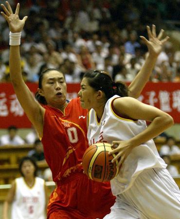 图文-篮球�D�D女篮A组战报(6)