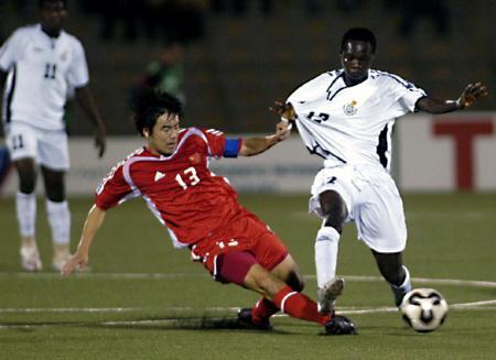 图文-世青赛国青队晋级李壮飞在比赛中防守